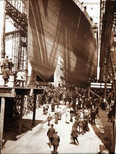Titanic on her launch day. What would the world be like if RMS Titanic hadn't sunk Rms Titanic, Titanic Photos, Titanic Ship, Titanic History, Titanic Boat, Ancient History, Belfast, Titanic Artifacts, Interesting History