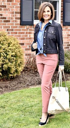 How To Wear Pixie Ankle Chinos this Spring - Thompson Hill Fashion Over 40, 50 Fashion, Fashion 2020, Fashion Outfits, Fashion Ideas, Best Business Casual Outfits, Over 40 Outfits, Casual Work Wear, Little Fashion