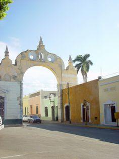 Calles coloridas, llenas de historia, con asombrosos detalles arquitectónicos. Así es #Merida, en #Yucatan ¡Recórrela! http://www.bestday.com.mx/Merida_Yucatan/ReservaHoteles/