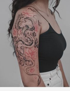 Black top and amazing tattoo - Modern Dragon Tattoo Arm, Dragon Tattoo For Women, Dragon Sleeve Tattoos, Dragon Tattoo Designs, Arm Tattoo, Body Art Tattoos, Hand Tattoos, Letter Tattoos, Asian Tattoo Sleeve