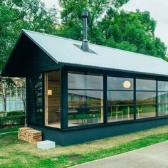 Designed in collaboration with Naoto Fukasawa, Jasper Morrison, and Konstantin Grcic, the Muji Huts mix tiny house minimalism with traditional Japanese style. Prefab Cabins, Prefabricated Houses, Maison Muji, Cabana, Muji Hut, Naoto Fukasawa, Casas Containers, Minimal Home, Minimal Living