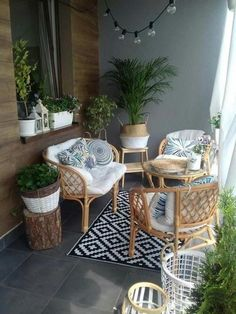 I balconi e le terrazze più belli del 2018 - Moje Own - Clementine - Balcony Small Balcony Design, Small Balcony Decor, Small Patio, Tiny Balcony, Balcony Garden, Apartment Balcony Decorating, Porch Decorating, Decorating Ideas, Outdoor Furniture Sets