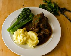 Oxtail and Red Wine Stew from Pamplona ~ Rabo de torro de Pamplona. Oxtail Recipes, Tapas Recipes, Wine Recipes, Mexican Food Recipes, Beef Recipes, Cooking Recipes, Cooking Beef, Pamplona, Gastronomia