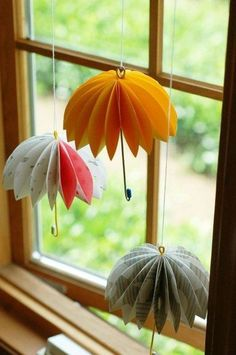 Fensterdeko basteln Sommer Motive Regenschirme Origami basteln paper paper napkins paper to the moon Origami Paper, Diy Paper, Paper Crafting, Diy Origami, Creative Crafts, Diy And Crafts, Yarn Crafts, Diy For Kids, Crafts For Kids