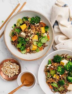 We love this easy soba noodle recipe! Great for weeknights, it's made with a simple orange-cashew sauce, broccoli, carrots, and tofu. Gluten-free, vegan. Noodle Recipes, Pasta Recipes, New Recipes, Vegetarian Recipes, Dinner Recipes, Healthy Recipes, Vegetarian Ramen, Healthy Rice, Ramen Recipes