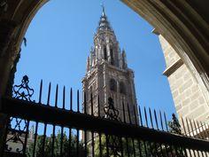 Detalles toledanos... una mirada desde el Claustro de la Catedral.