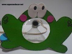 ESPAÇO EDUCAR: Dia das crianças: brinquedo com sucata bilboquê de sapo. Um lindo brinquedo feito com garrafa pet e eva. Tem molde! Ideas Para, Education, Children, Diy, Character, Recycled Toys, Handmade Toys, Early Education, Bottles