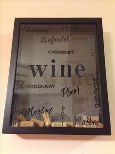 id e pour d co de bar cadre avec bouchon de vin bonne id e diy deco bouchons et. Black Bedroom Furniture Sets. Home Design Ideas