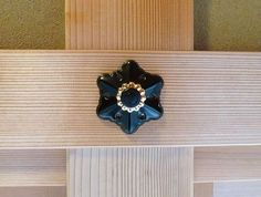 長押飾り - Nagayshikazari This is an ornament used for decorating the walls of traditional Japanese rooms. MORIKUNI Co.,Ltd.