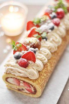 Christmas Mont Blanc, Cake Roll, Holiday Dessert, Swiss Roll (no recipe - image… Just Desserts, Delicious Desserts, Yummy Food, Christmas Cooking, Christmas Desserts, Christmas Entertaining, Cupcakes, Cupcake Cakes, Yummy Treats