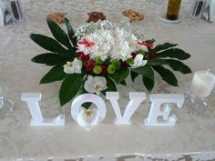 Aranjament floral pentru masa mirilor Wedding Designs, Floral Wedding, Table Decorations, Home Decor, Homemade Home Decor, Decoration Home, Dinner Table Decorations, Interior Decorating, Center Pieces