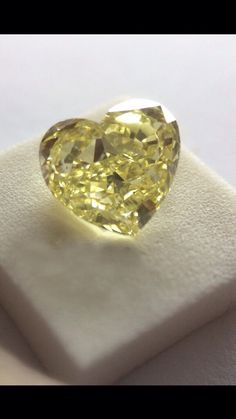 2.00ct Fancy Yellow VVS2 GIA