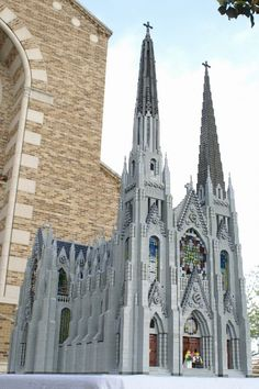 Massive LEGO Cathedral of St. Francis of Assisi built from thousands of LEGO bricks Francis Of Assisi, St Francis, Legos, Lego Sculptures, Lego Castle, Lego Worlds, Cool Lego Creations, Lego Design, Lego Architecture