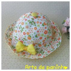 Chapeuzinho para criança em tecido Sewing Baby Clothes, Baby Sewing, Doll Clothes, Easy Fall Crafts, Diy And Crafts, Baby Changing Mat, Hat Tutorial, Baby Dress Patterns, Baby Turban