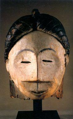 Máscara de la cultura Shira-Punu. Gabón Arte Tribal, Tribal Art, Tribal African, African Art, Art Premier, Art Sculpture, Out Of Africa, Masks Art, African Masks