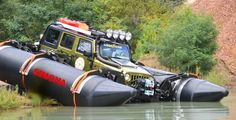 Pontoon Jeep, I think we are gonna need this in our next assignment Jeep 4x4, Jeep Truck, Jeep Wrangler Jk, Jeep Wrangler Unlimited, Cool Jeeps, Cool Trucks, Vw Bus, Accessoires Jeep, Station Wagon