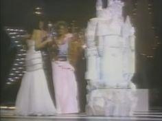 Astrid Carolina Herrera Miss Venezuela y Queen of the America es Felicitada por Julia Morley al ser Nombrada como Miss World 1984. By Antoni Azocar
