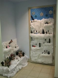 : Christmas Door Decorating Contest Pictures - Home Improvement and Remodeling Ideas Christmas Door Decorating Contest, Office Christmas Decorations, School Decorations, Kindergarten Christmas Crafts, Christmas Classroom Door, Classroom Decor, Griswold Christmas, Ornament, Office Cartoon