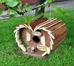 Hanging Wooden Bird Hotel House Nesting Box Station Love Bird Small Home Feeder