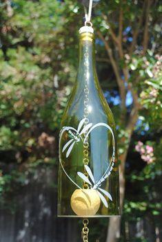 Cool 47 Charming Backyard Ideas Using An Empty Glass Bottle Wine Bottle Design, Wine Bottle Art, Wine Bottle Crafts, Wine Bottles, Empty Glass Bottles, Small Glass Jars, Small Terrarium, Diy Wind Chimes, Wedding Bottles