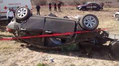 Vuelca vehículo en la carretera Parral - Jiménez, una mujer queda prensada y muere | El Puntero