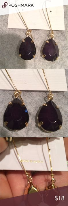 Look like kendra black stones in gold Beautiful and lightweight. Gold w sparkly black stones. Look just like Kendra's w/o the price. Kendra Scott Jewelry Earrings