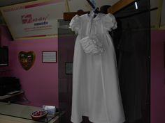 Antes fue vestido de novia ahora ha sido transformado en un ropón para bautizo, una hermosa manera de transmitir la carga de amor e ilusión que lleva un vestido de novia