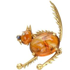 A cat brooch greatly elevated by its depiction of not just a plain old cat, but a scaredy cat. So beautifully made in carnelian, sapphire, diamond and gold. Dates to the Online. Old Cats, Carnelian, Animal Kingdom, 1940s, Agate, 18k Gold, Brooch, Sapphire Diamond