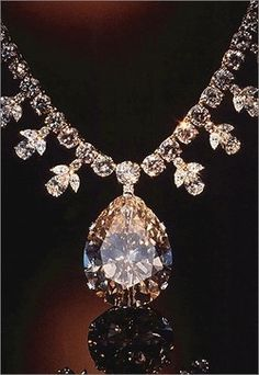 Victoria Transvaal Diamond Necklace: Museum of Natural History, Washington D.C. 67.89 carats. Look for flashes of color in the 116 facets of this pear shaped, champagne colored diamond. Cut from a 240 carat crystal, it is suspended from a chain of 108 diamonds that total about 45 carats. The necklace was designed by Baumgold Brothers, Inc... INCREDIBLE!