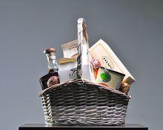 Cos cadou Paste 2013 CB12  Cos nuiele cu toarta Whiskey Jack Single Barrel, 750 ml Polendina, specialitate Corsini cu crema de castane, 400 g Cantuncini, Corsini, Italia, 170 g Cafea aromata, Mokaflor, Italia, 250 g Dropsuri fine din ciocolata cu lapte si caramel, Bur Chocolat, 100 g Decor 2 oua incondeiate Decor ambalaj, manopera  Pret: 360 lei + TVA http://www.corporatebaskets.ro/Cadouri-Paste/Cos-cadou-CB12/flypage.tp-ecommerce.tpl/id-meniu-81.html
