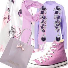 Delicato come una caramella l'outfit composto da una gonna ampia a fiori nei toni del viola, accostata ad una maglia a maniche lunghe e alle Converse in tinta. Anche la borsa è lilla, annodato al collo un foulard e un paio di orecchini in ametista.