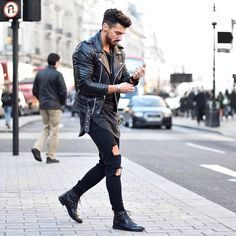 Men's jackets certainly are a vital part of every man's closet. Men require jackets for several activities as well as some climate conditions. Men's Jacket Trend. Leather Jacket Outfits, Men's Leather Jacket, Leather Men, Fashion Moda, Mens Fashion, Street Fashion, Ripped Jeans Men, Man Jeans, Skinny Jeans