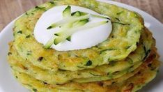This page contains veggie pikelets (fritters) recipes. Making fritters can be a delicious way to get someone to eat their vegetables. Baby Food Recipes, Cooking Recipes, Eid Food, Healthy Snacks, Healthy Recipes, Hungarian Recipes, Kid Friendly Meals, Fritters, Vegetable Recipes