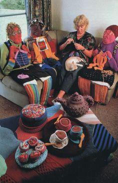 Art: Yarn Bombing-Wildbreien ~Pin via Dromenvangers-Winkeltje~ Knitting Humor, Crochet Humor, Knitting Projects, Knitting Patterns, Funny Crochet, Knit Art, Crochet Art, Guerilla Knitting, Yarn Cake