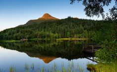 The last rays of the day over the Glencoe Lochan, Scottish Highlands, during a warm evening of July Thanks to K. for knowledge and inspiration. The midges ate me. Sunset Wallpaper, New Wallpaper, Wallpapers For Mobile Phones, Computer Wallpaper, Scottish Highlands, High Definition, Lightroom, Water, Outdoor