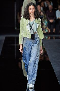 Emporio Armani Spring 2020 Ready-to-Wear Fashion Show - Vogue Fashion Week, Fashion 2020, Look Fashion, Runway Fashion, High Fashion, Fashion Design, Fashion Trends, 50 Fashion, Latest Fashion