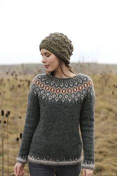 El esquema y la descripción de la labor de punto Nordic Pullover, Nordic Sweater, Knitting Designs, Knitting Patterns, Free Knitting, Pullover Upcycling, Icelandic Sweaters, Cable Knit Jumper, I Cord