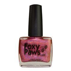Well, Holo Dolly! lak na nehty, je to jasně růžová, super-holografická krása, která bude určitě dávat úsměv na vaší tváři. Růčně vyrobený lak na nehty z Dánska. 11 ml.