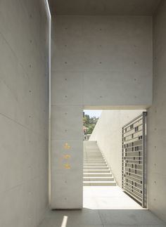 Álvaro Siza Vieira and Carlos Castanheira have designed a mausoleum as part of Chin Pao San Cemetery in Taiwan. Concrete Architecture, Architecture Graphics, Architecture Details, Exposed Concrete, White Concrete, White Wood, Signage Design, Chicago Restaurants, Windows And Doors