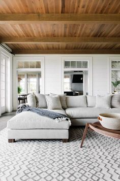 Minimalist living room design - Gorgeous Kiawah Island beach house showcases black and white accents – Minimalist living room design Coastal Living Rooms, My Living Room, Home And Living, Living Room Decor, Living Spaces, House And Home, Living Room With Sectional, Scandi Living Room, Coastal Kitchens