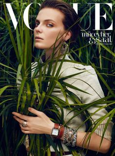 Vogue Magazine Covers, Fashion Magazine Cover, Fashion Cover, Vogue Covers, Fashion Shoot, Editorial Fashion, Fashion Fashion, Retro Fashion, Winter Fashion