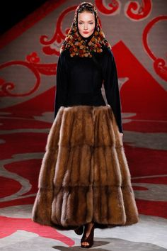 Paris Haute Couture Fashion Week Fall / Winter : Ulyana Sergeenko Fashion collection inspired by fashion turns the dry clich? Fur Fashion, Fashion Week, Runway Fashion, High Fashion, Winter Fashion, Fashion Show, Fashion Design, Style Russe, Mode Russe
