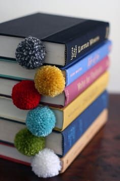 Yarn ball bookmarks at design mom diy gifts for kids, crafts to make and sell Homemade Crafts, Diy And Crafts, Arts And Crafts, Crafts To Make And Sell Easy, Creative Crafts, Sell Diy, Crafts With Wool, Crafts At Home, Cool Crafts