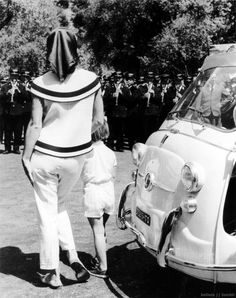 Jackie and Caroline Kennedy arrive in Ravello, Italy for a five-week vacation in 1962.