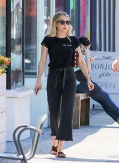 Noora Skam, Emma Roberts Style, Celebrity Style Casual, Trendy Swimwear, Looks Black, All Black Outfit, Mode Style, Casual Outfits, Street Style