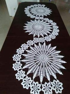 Crochet Table Topper, Crochet Table Runner Pattern, Crochet Bedspread Pattern, Crochet Snowflake Pattern, Crochet Motif Patterns, Crochet Flower Tutorial, Christmas Crochet Patterns, Crochet Snowflakes, Crochet Decoration