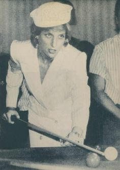 1986-07-02 Diana tries her hand at snooker after opening the Riverside Leisure Centre in Exeter, Devon