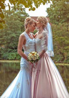 """Danimarkalı, güzeller güzeli iki """"cosplayer"""" dünya evine girdi."""
