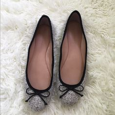 Banana Republic Twill Flats Absolutely stunning and in like new perfect condition! They're comfortable and great for any season! NO TRADES PLEASE Banana Republic Shoes Flats & Loafers