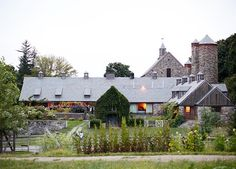NYC to Hudson: about 130 miles. In Tarrytown, star chef Dan Barber prepares stunning, high-end tasting menus at Blue Hill Stone Barns. Hudson boasts great antique shopping at stores like Keystone Day Trip To Nyc, Day Trips, Weekend Trips, Blue Hill Restaurant, Restaurant Ideas, Blue Hill Farm, Blue Hill Nyc, American Agriculture, From Farm To Table